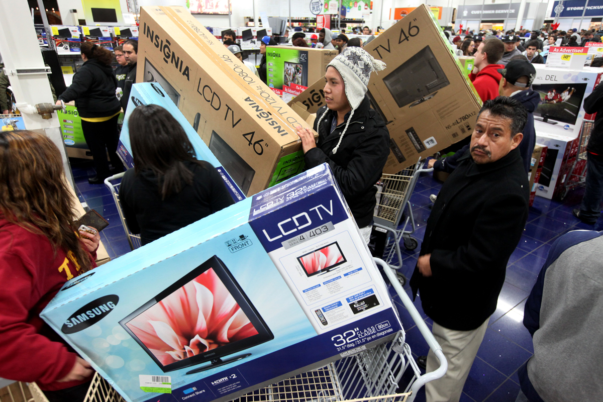 Planning to buy a new TV or something to give to your son, Black Friday has the best deals for electronics.